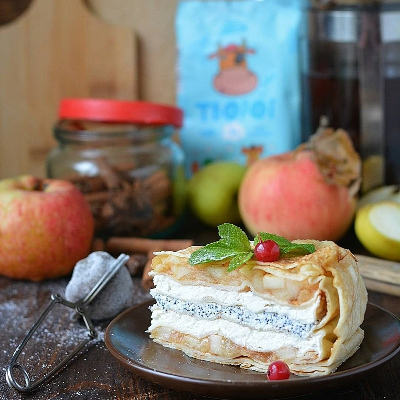 PANCAKE CAKE WITH COTTAGE CHEESE & APPLES-2