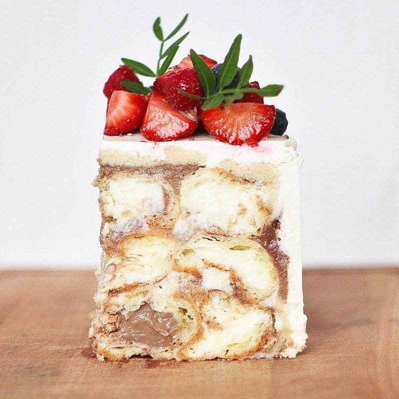 PROFITEROLES CAKE-2