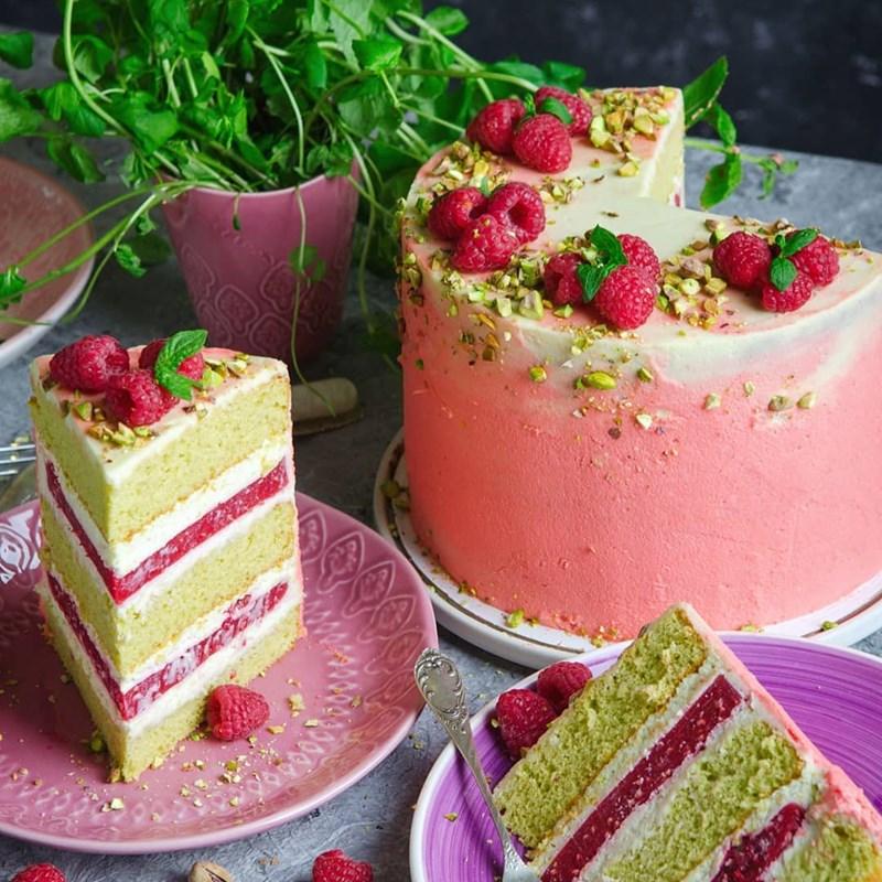 PISTACHIO CAKE WITH RASPBERRIES-2