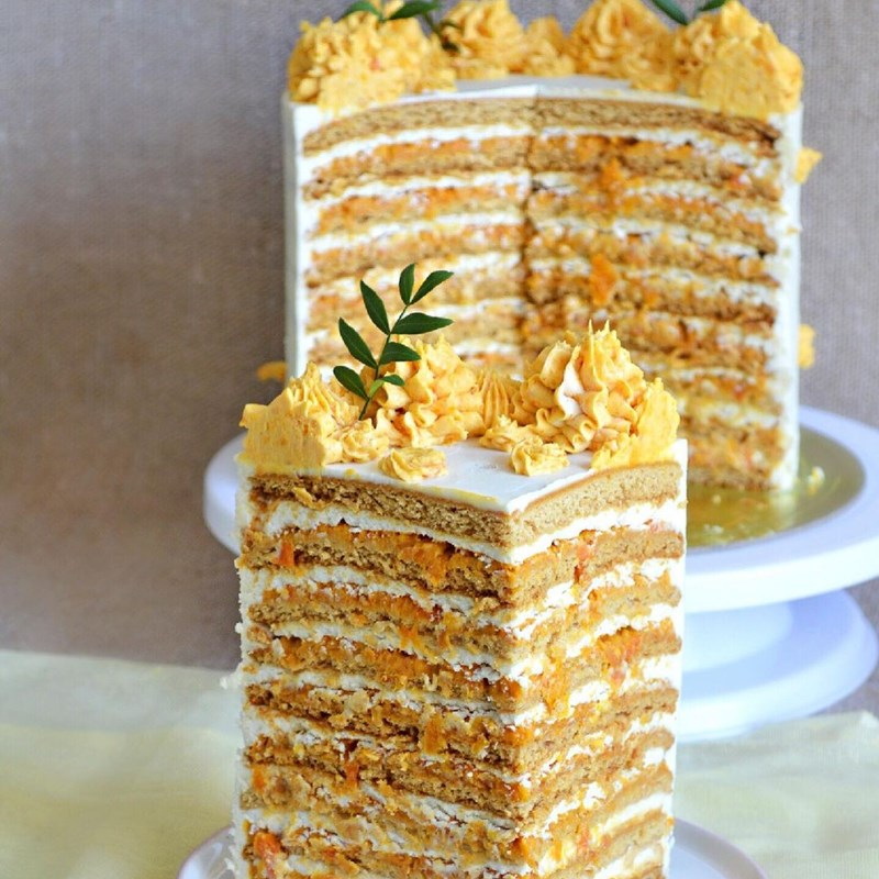 Honey cake with brandy, creamy dried apricots puree, roasted candied almonds & cream cheese-3