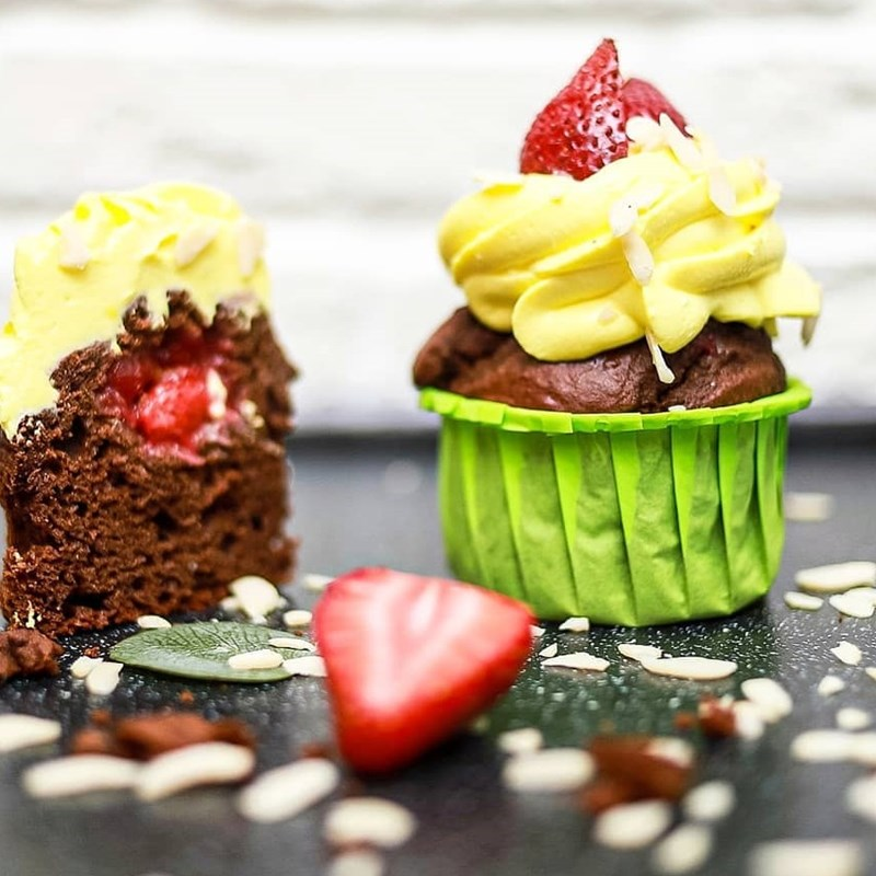 Healthy chocolate cupcakes with cherry confit-2