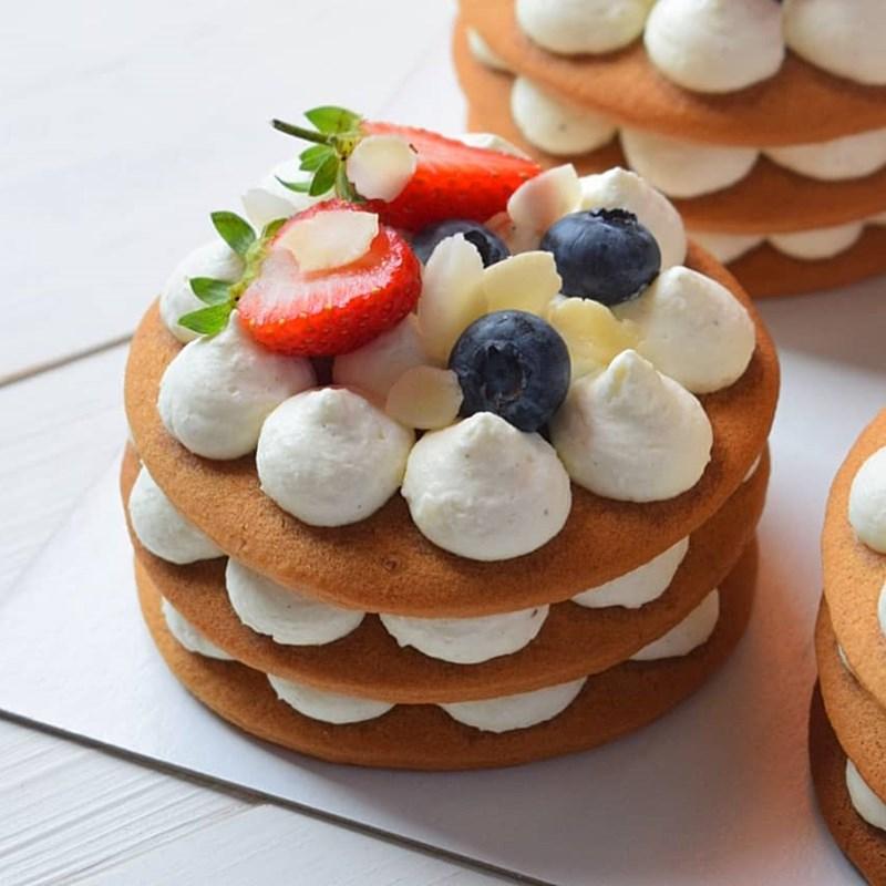 SMALL HONEY CAKES-4