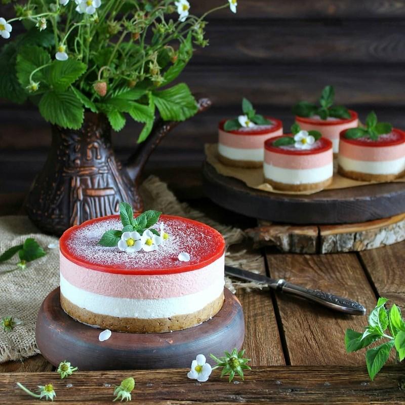 STRAWBERRY MOUSSE CAKE-3