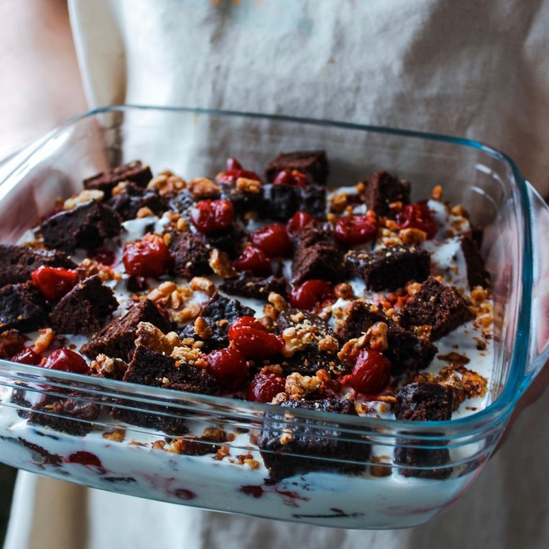 Mega trifle with cherry and walnuts-2