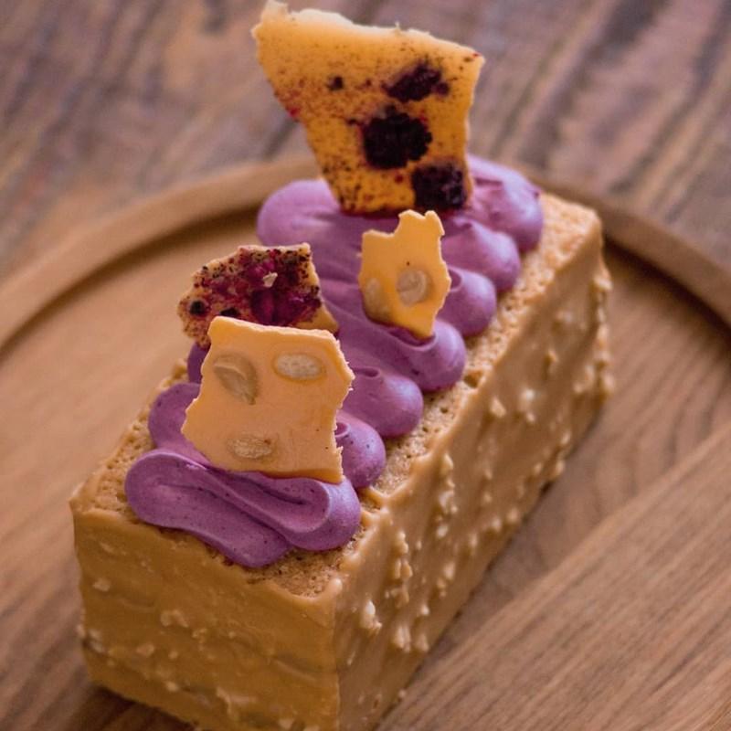 Peanut tea cake with blackberries-4