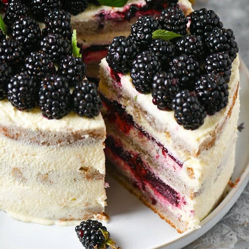 BLACKBERRY & LAVENDER CAKE-5