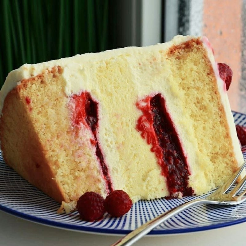 Exquisite cake with cotton cheesecake layer, raspberry & almonds-3