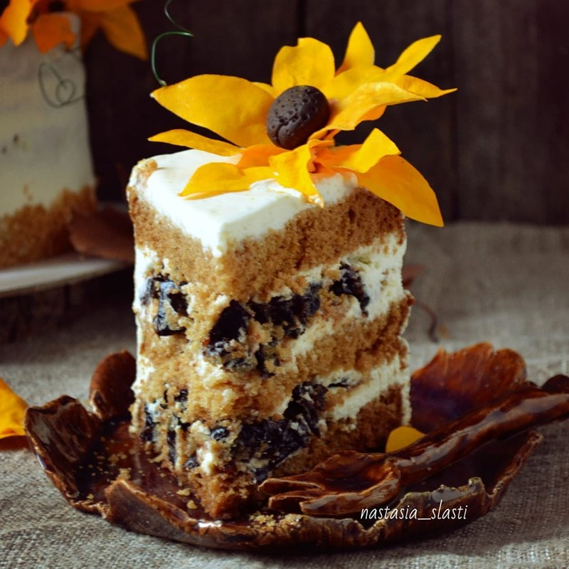 Honey cake with prune, brittle & nuts-4