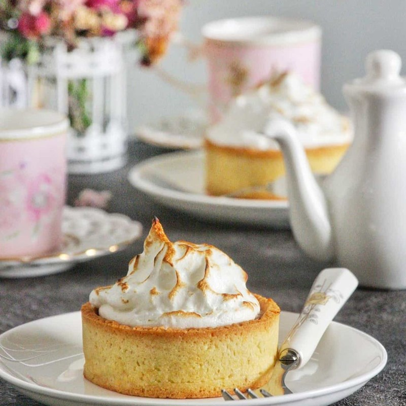 Walnut tart with pineapple & meringue-2