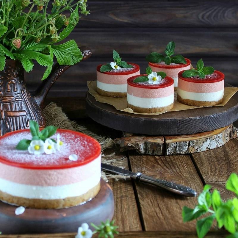 STRAWBERRY MOUSSE CAKE-2
